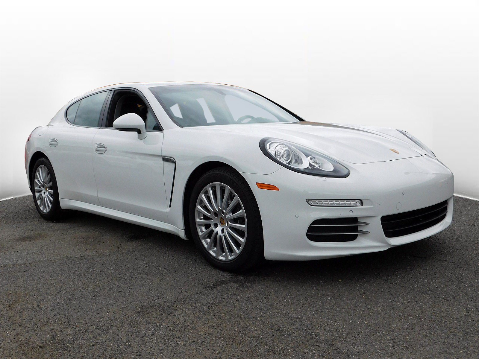 Pre-Owned 2016 Porsche Panamera 4 Edition